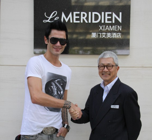 Croatian Pianist Maksim Mrvica and Mr. David Katemopoulos, General Manager of Le Meridien Xiamen.jpg