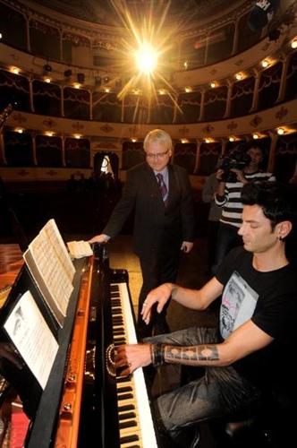 President of Croatia 'Ivo Josipović' and Pianist 'Maksim Mrvica'-01.jpg