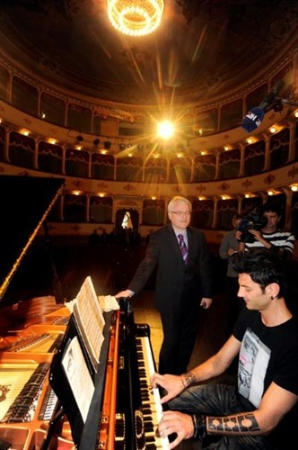 President of Croatia 'Ivo Josipović' and Pianist 'Maksim Mrvica'-10.jpg