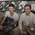 Maksim Mrvica s prijateljem.jpg