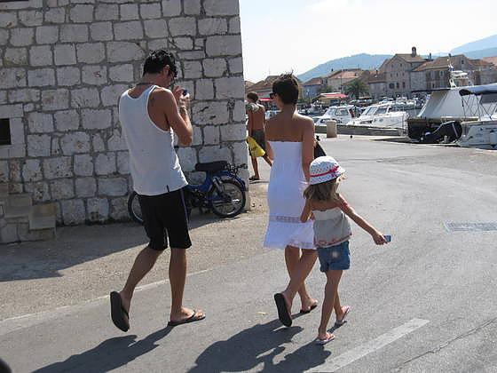 04-Družina se je sprehodila po starem mestu., foto: Polona Pirc.jpg