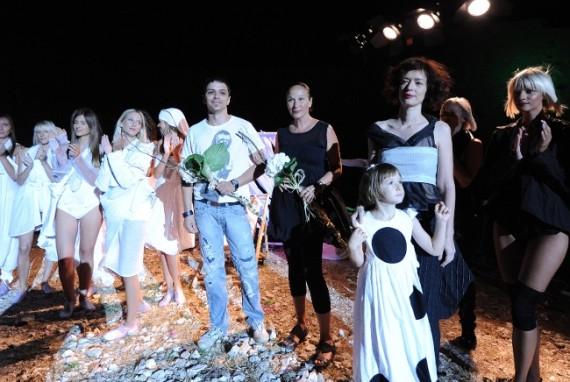 Loredana i Tomislav Bahorić s manekenkama-FASHION.HR 2010.08.01.jpg