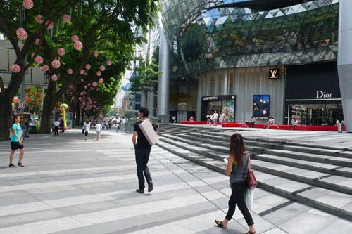 Maksim in Singapore-Japan, November 2009-02.jpg