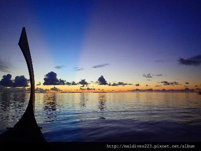 搭多尼船看日出