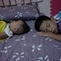 愛與哥哥睡在一起.JPG