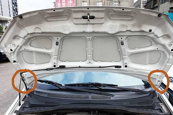 引擎蓋螺絲位置