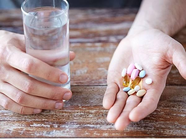 愛滋病如果要餵母奶必須要定期服藥.jpg