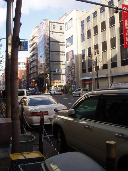 大阪華盛頓飯店外觀最左邊很不顯眼的門口讓我們過門不入~