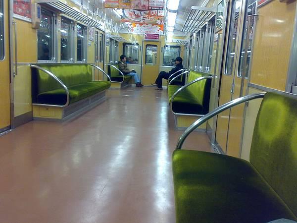 京都回大阪的電車上超空的,不知大家都去哪了?