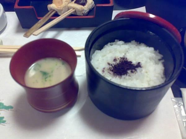 1/1京都豪華豆腐料理(共有八道菜)-上面灑了紫蘇梅粉的居然在出了2/3的菜後才來
