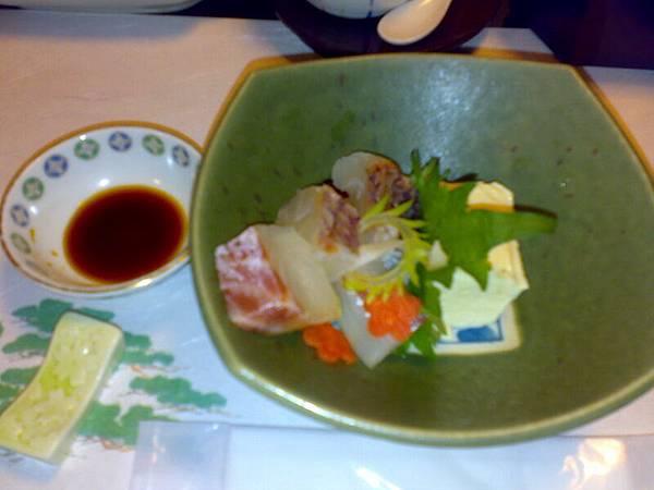 1/1京都豪華豆腐料理(共有八道菜)-生魚片很新鮮