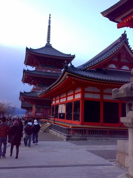 京都-世界遺產-清水寺-因為寺廟建造過程中完全未使用一根釘子而著名