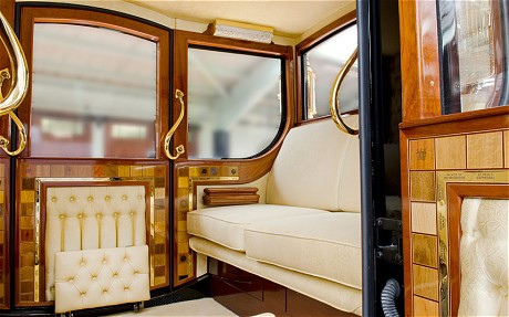 黃金馬車內部 (©HM QUEEN ELIZABETH II)