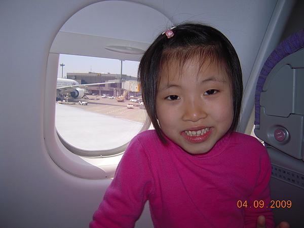 980409第一次來到日本的瑄-成田機場1.jpg