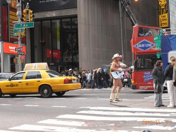 赤裸裸牛仔先生在Time Square