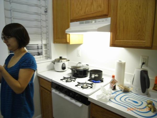 琪琪賢慧的為我們在寒冷冬天煮薑湯