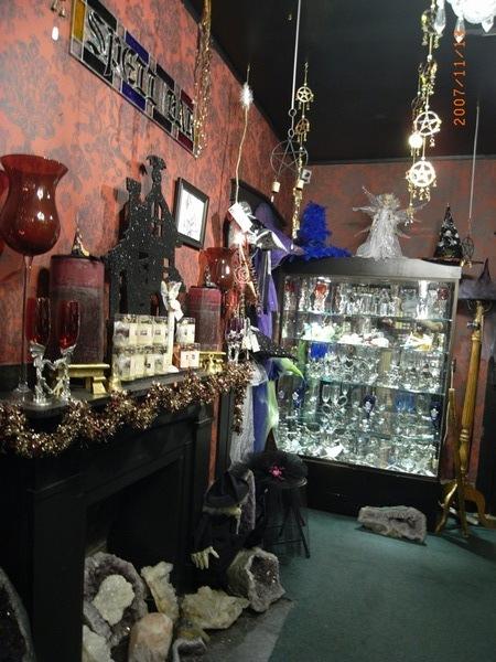 非常專業的女巫店呢