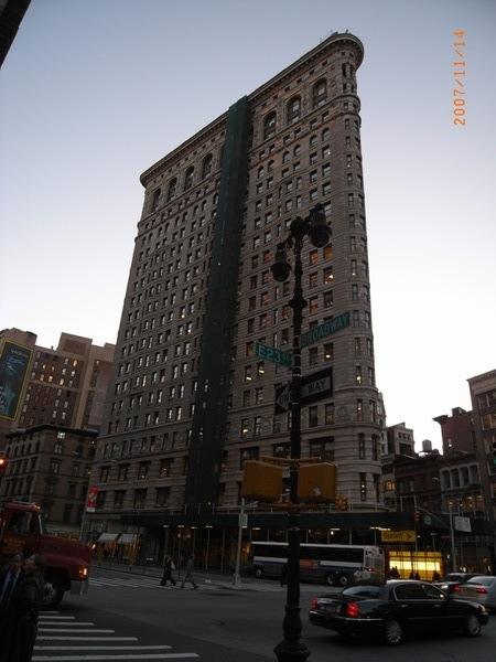 熨斗大廈,近幾年來一直在圍著裝修呢