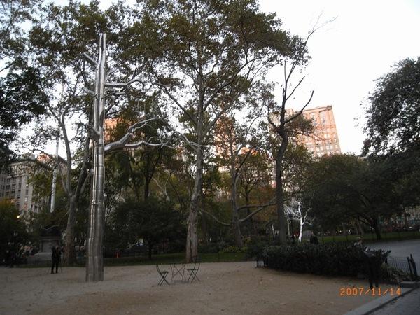偽裝成樹的裝置藝術