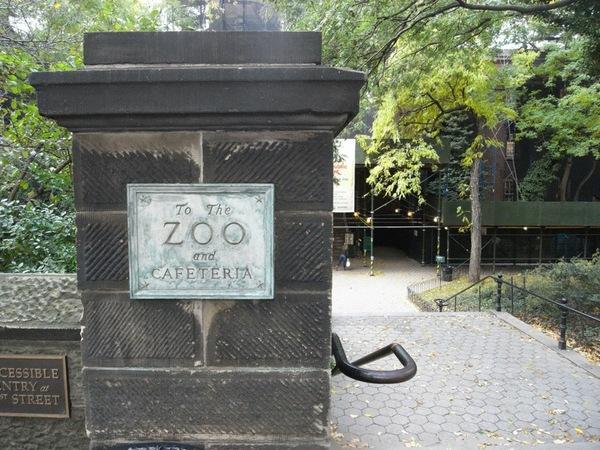中央公園的ZOO,Frank:地鐵一出來就是這門口,完全不會難找喔!!