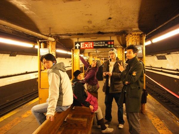現在要坐地鐵到曼哈頓,然後去走布魯克林大橋