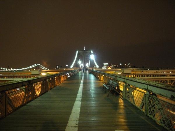 我們要開始走布魯克林大橋了