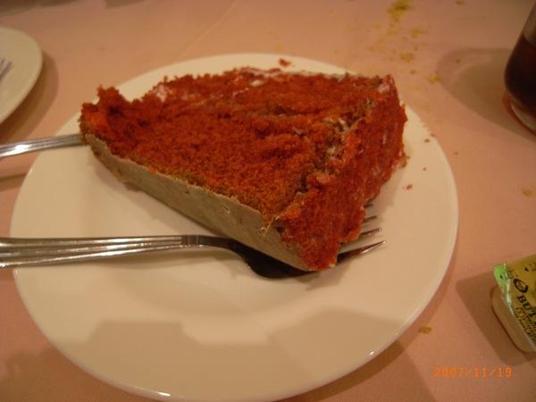 紅絲絨蛋糕其實是巧克力蛋糕但不知為何它是紅色的