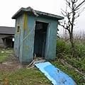 已經廢棄的公共廁所