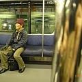 世界各國的電車都有流浪漢