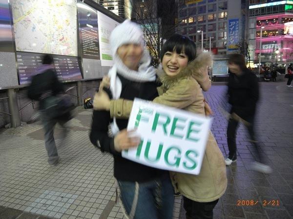 回家的車站遇見FREE HUGS