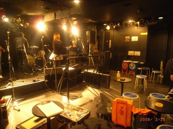 最後一場是在新宿的Marbo,非常龐克的地方