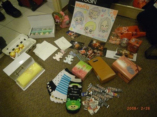 日本歌迷都喜歡送吃的當禮物,真是太投我們所好了