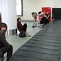 睡了兩個小時現在在上海機場等行李