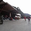 車站前的鄒族舞蹈