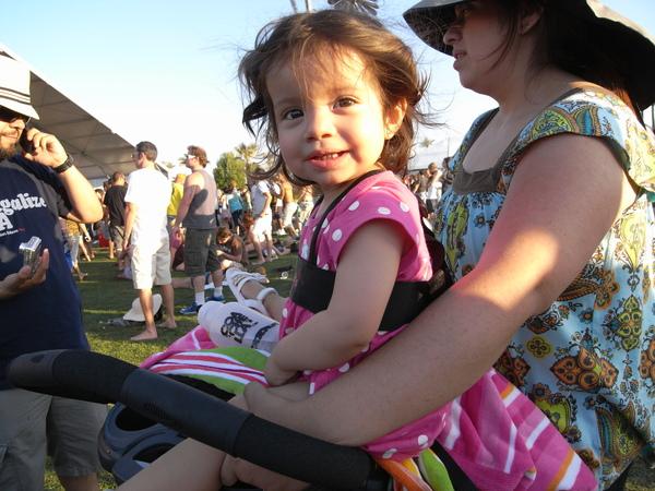 看The Ting Tings遇到的小女孩,和我一起隨音樂起舞