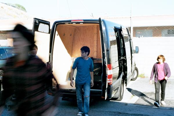 一整個tour就是靠這台van載著我們所有的樂器和家當著一個城市又一個城市地來去