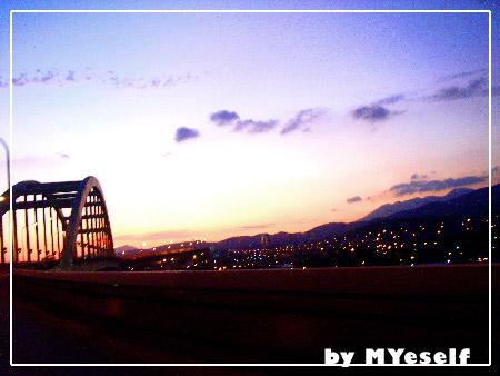 環東的橋上