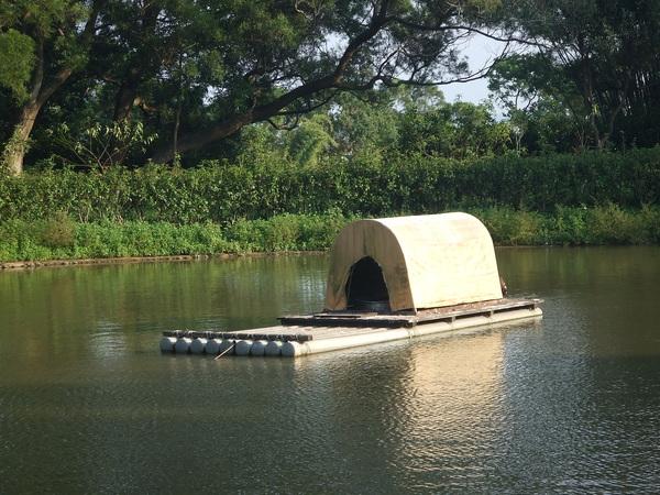 雁鴨塘中的扁舟
