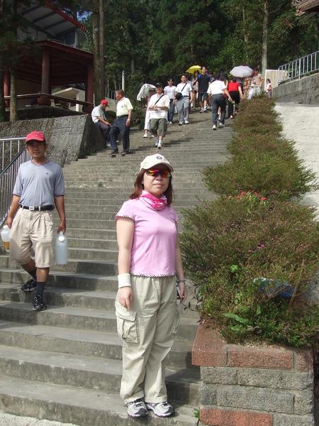 不符人體工學的步道階梯