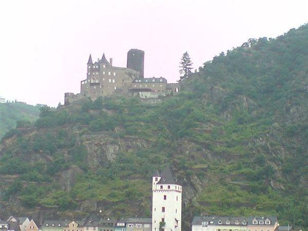 當天晚上住的古堡.在萊茵河畔