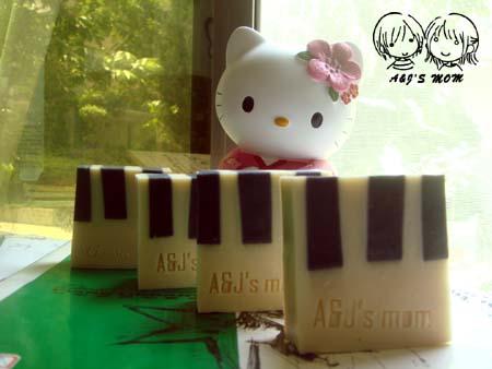 100410鋼琴皂.jpg