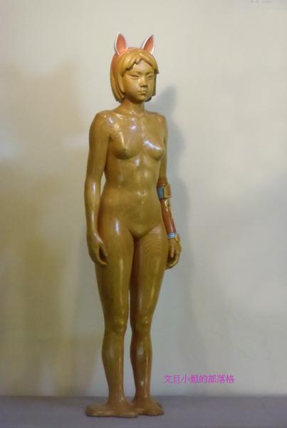 詹志評的木雕作品 ~ 裝配盔甲的少女
