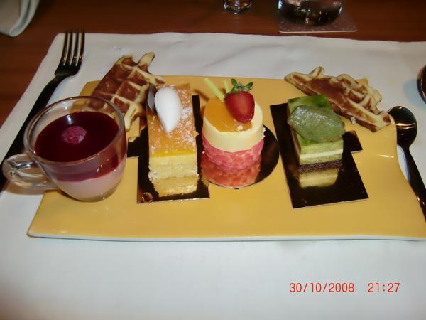 30 Oct 08 ~ Buffet Dinner at Pudong Shangri-la Hotel