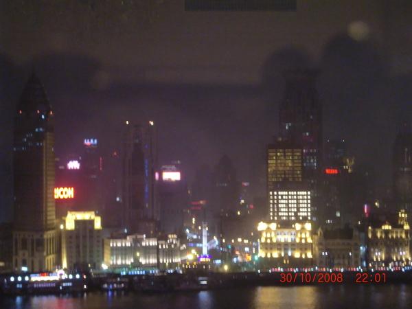 從浦東香格里拉酒店Bund View Room 影的外灘夜景