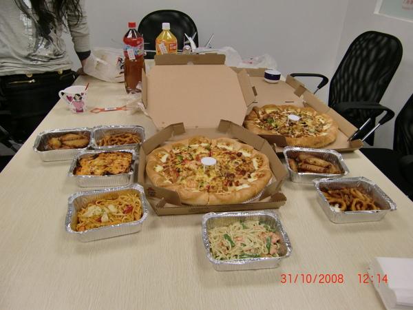 31 Oct 08 ~ 出機場前的午餐,Pizza Hut 來的