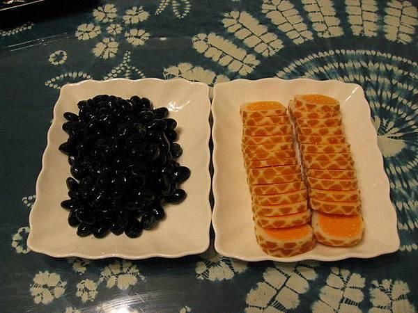 前菜--蜜黑豆與魚卵捲