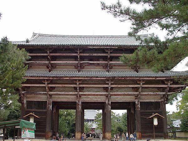 南大門(日本最大寺門)