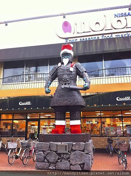 大魔神變身聖誕老公公