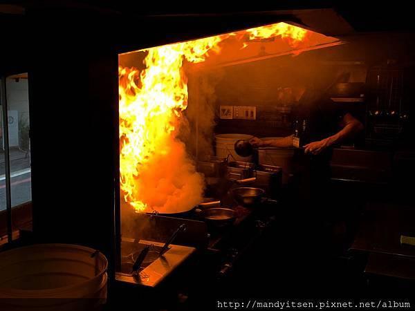 正在做焦炙醬油湯頭