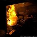 大火噴燒中